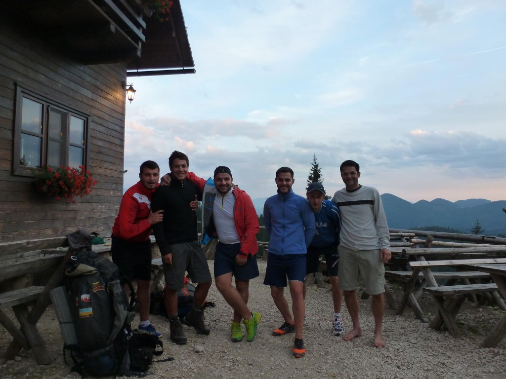 Un groupe de roumains bien bourré rencontré dans un refuge de montagne