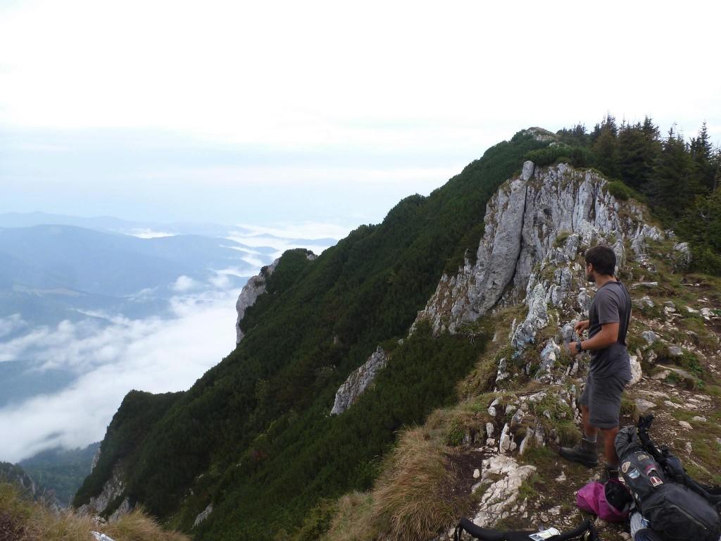 Le massif des Piatra Craiului où l'on se voit obligé de redescendre à cause du mauvais temps