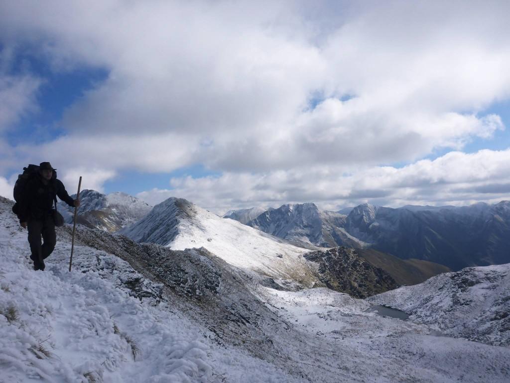 Le beau temps revient un peu et je marche dans des paysages glacés presque irréels