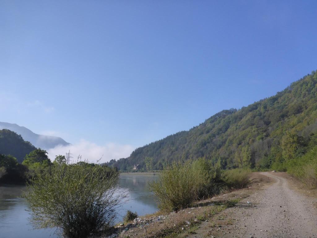 Je retourne dans la vallée tout en me dirigeant vers le prochain massif