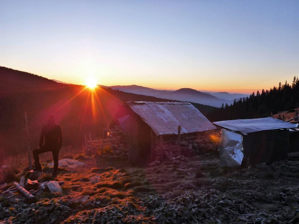 L'heure étant trop avancée pour la journée je descend un peu afin de me réfugier dans une bergerie déserte