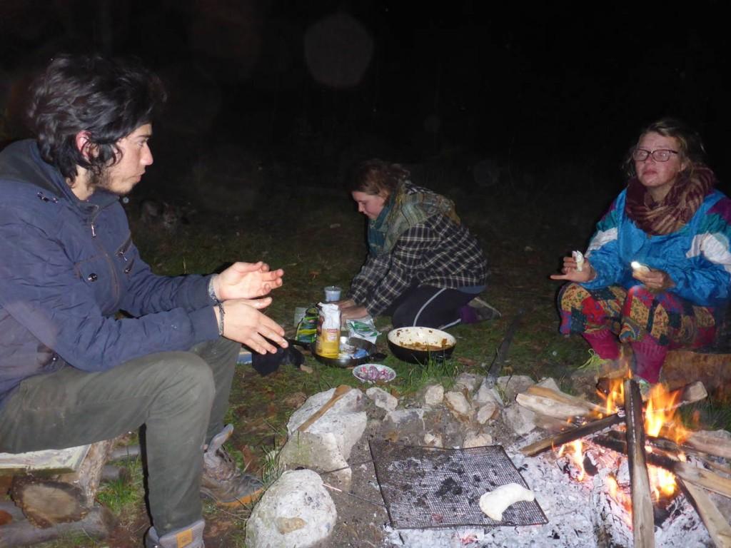Je leur fait découvrir des recettes inédites au feu de bois