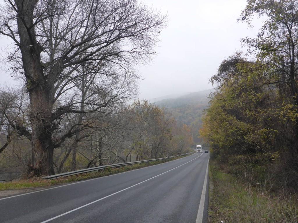 18 kilomètres dans une vallée sur une route horrible que je ne pouvais pas éviter. Quatre heures de marche vraiment dures