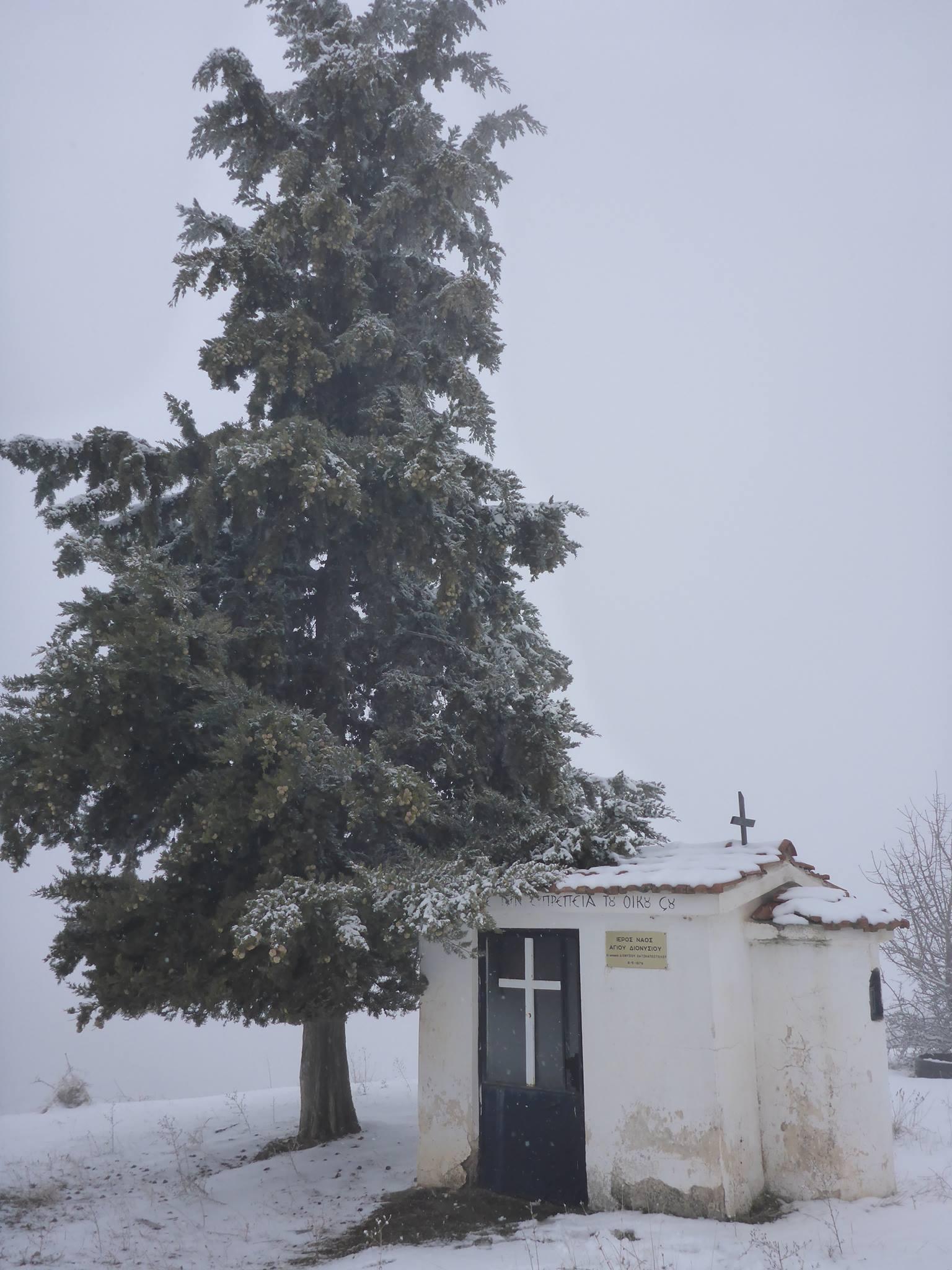 Les petites églises le long des routes sont vaiment parfaites pour passer mes pauses à l'abri du vent et de la neige