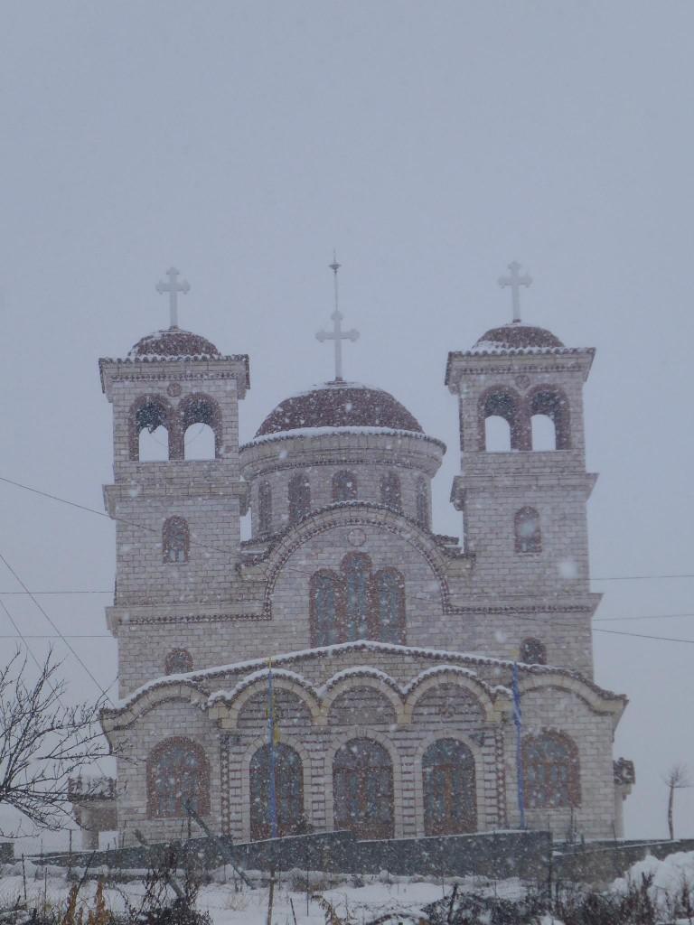 Je traverse de nombreux villages sous la neige