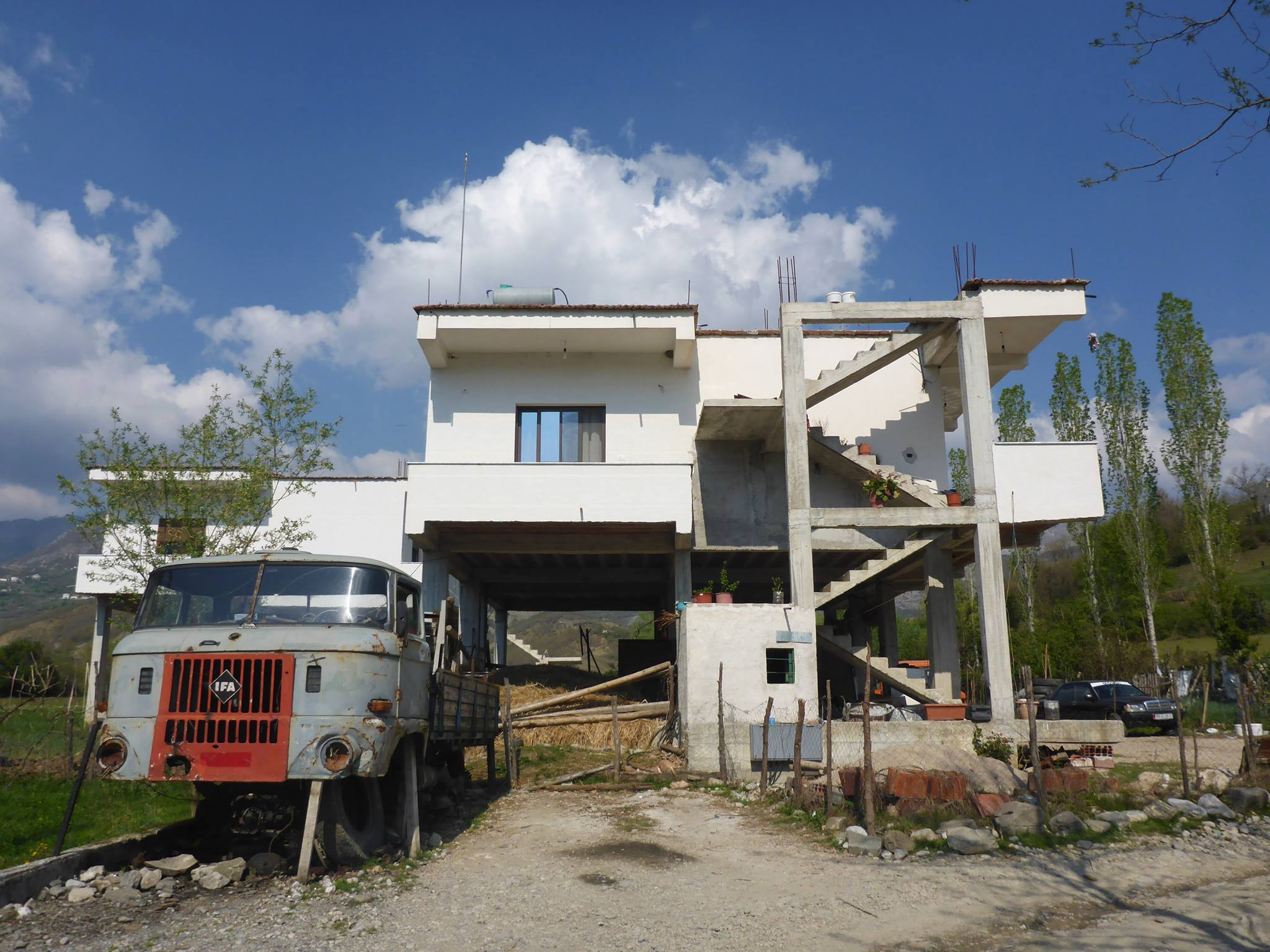 aaaaahh les maisons albanaises !
