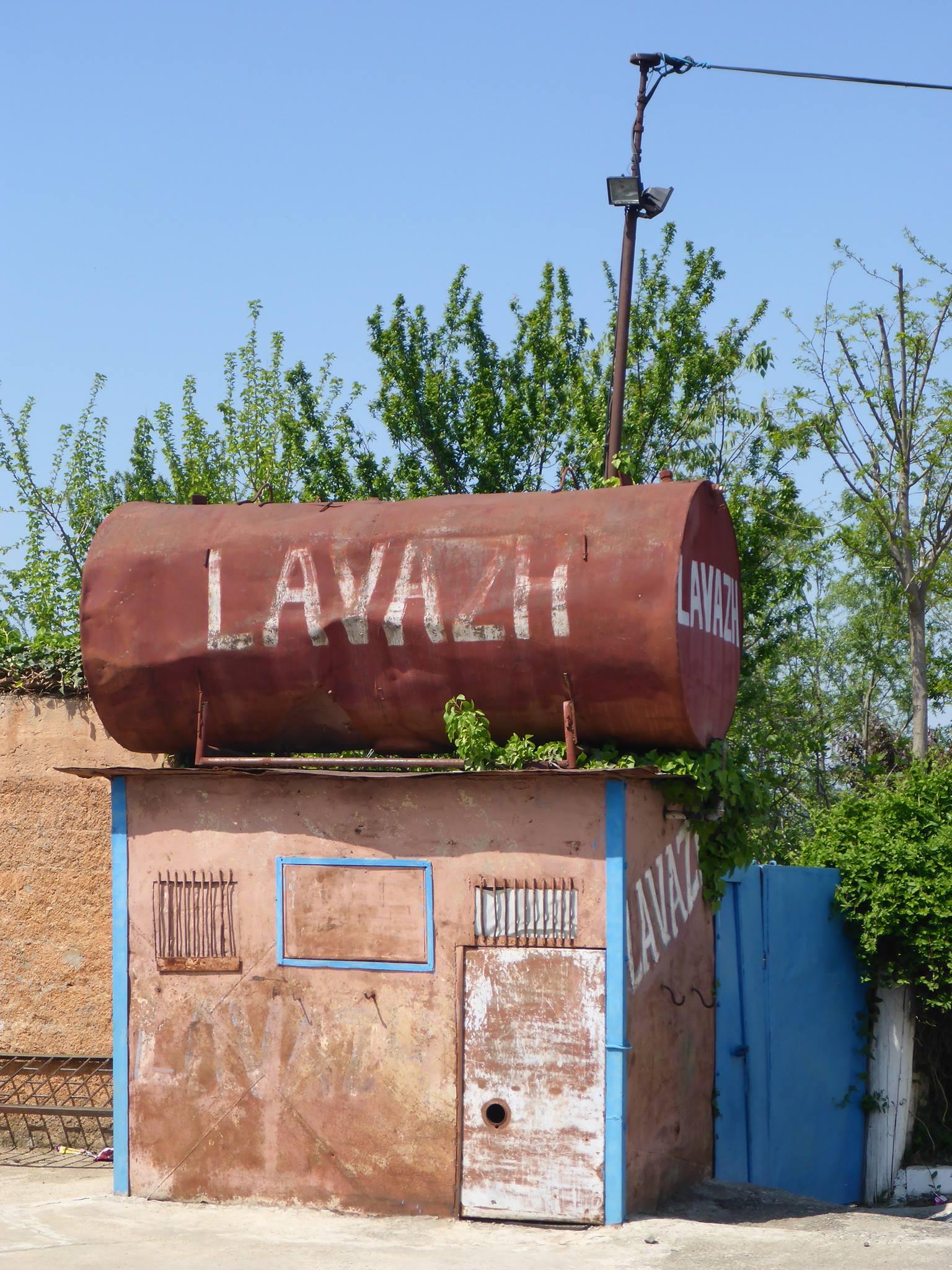 Une station de lavage du village de Burrel.