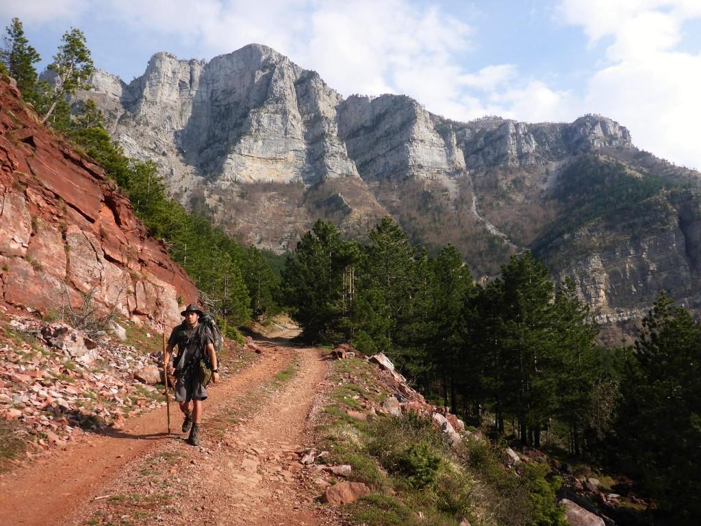 Je quitte le plateau s'apparentant de loin aux contreforts géants du Vercor en France