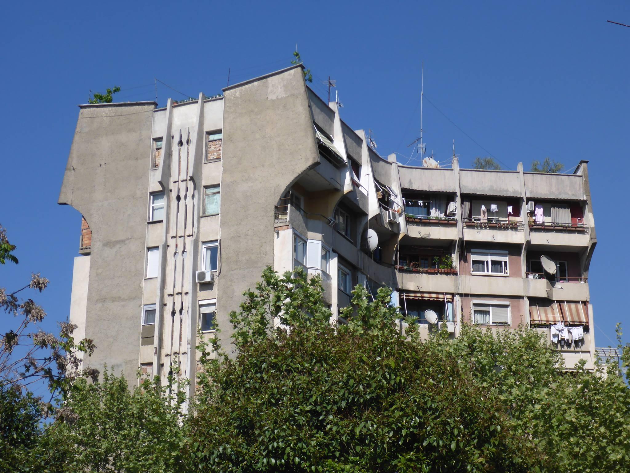 La ville de Tirana et ces immeubles sinistres