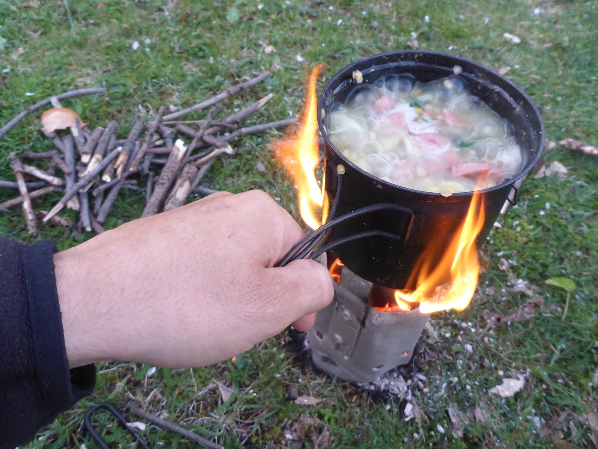 Orties-lentilles corail- cube or- oignons et bouts de saucisses. Un vrai régal !