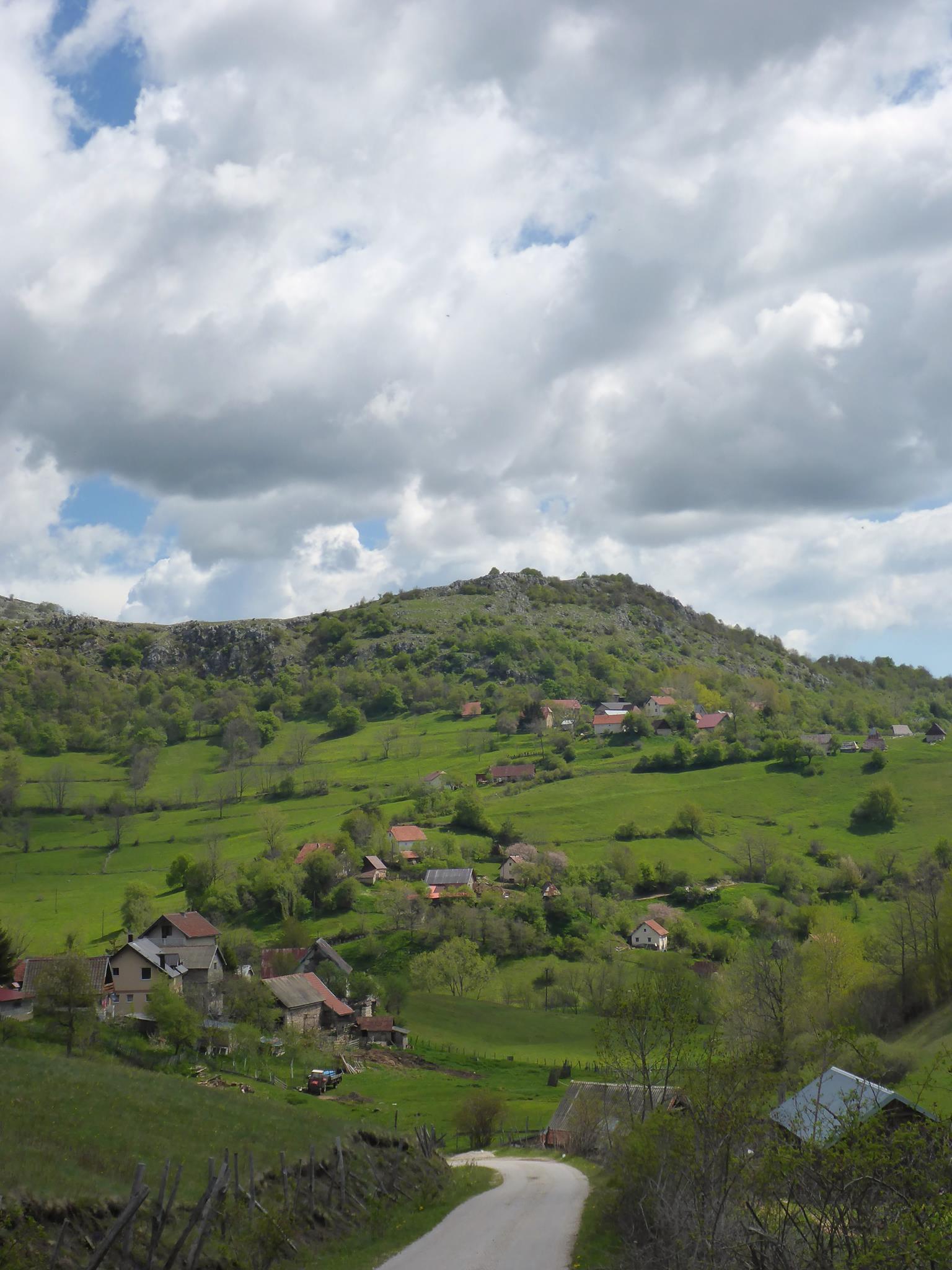 J'arrive enfin à mon premier village bosniaque