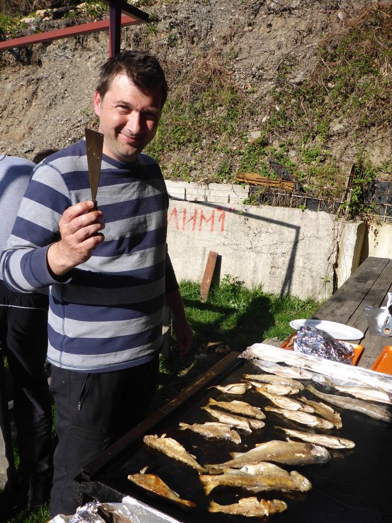 Je rencontre un groupe de scientifiques étudiant la truite (même en barbecue) et qui m'invite pour un sacré repas