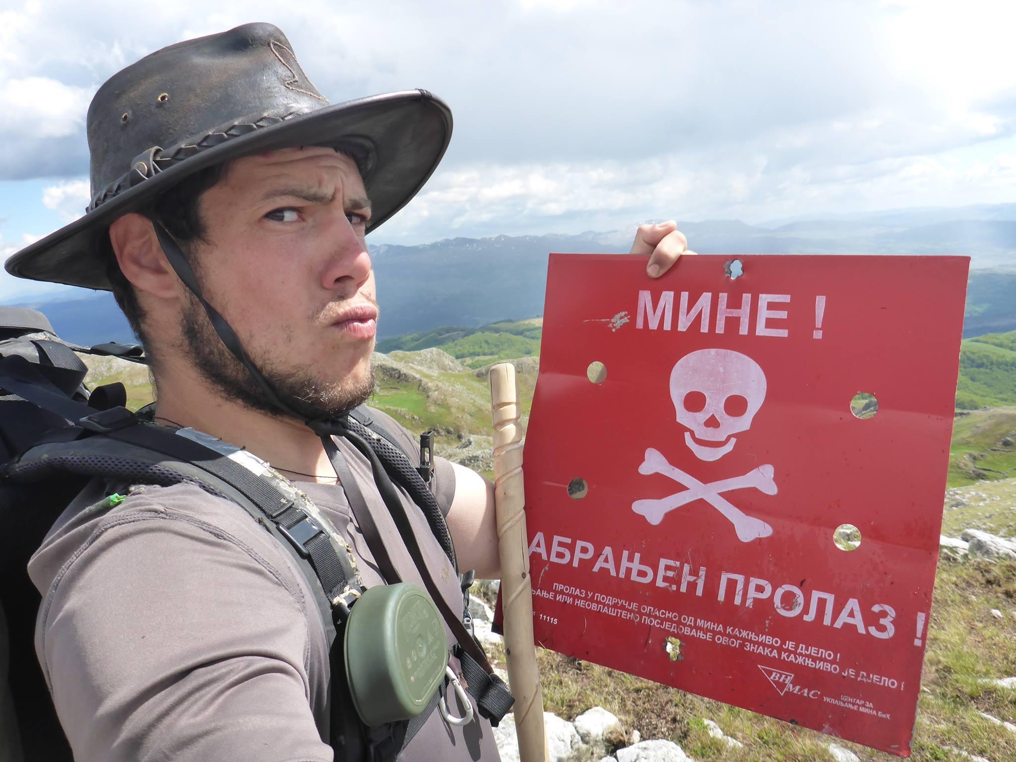 Un autre danger sont les mines anti-personnel de la dernière guerre dont il en reste encore un faible pourcentage dispersé dans le pays