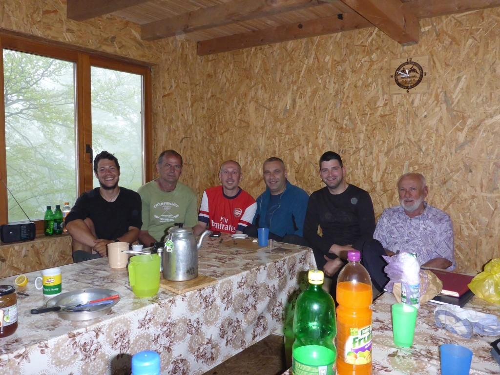 Cinq bosniaques arrivent en fin de journée et me font passer une soirée innoubliable