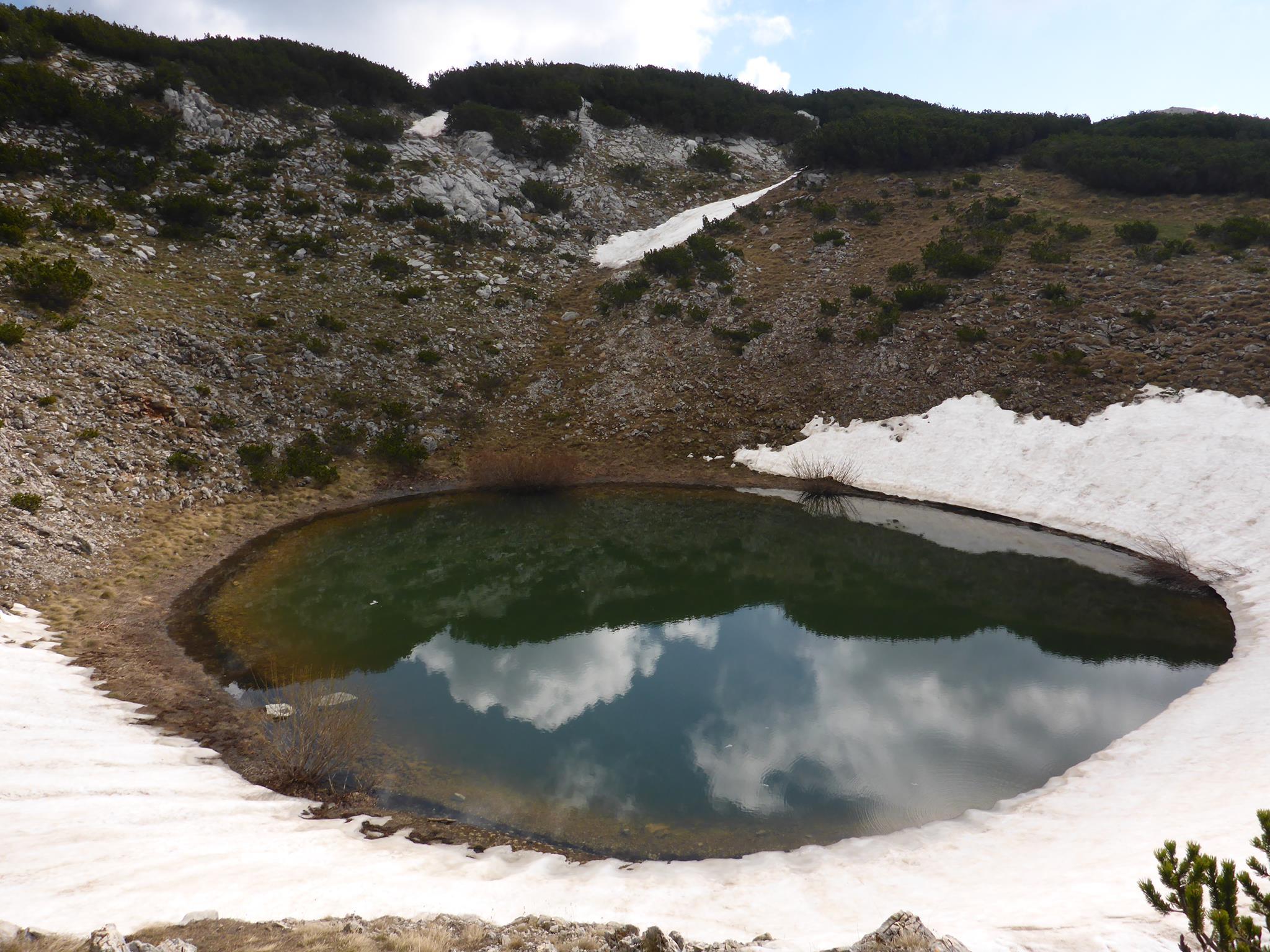 Les sources d'eau ne sont pas faciles à trouver, je suis heureux lorsque je rencontre des lacs