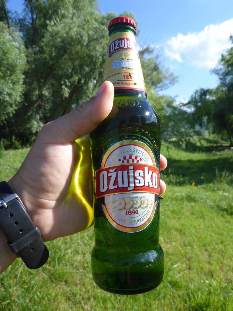Une rencontre avec quelques croates qui m'offrent une bonne bière du pays
