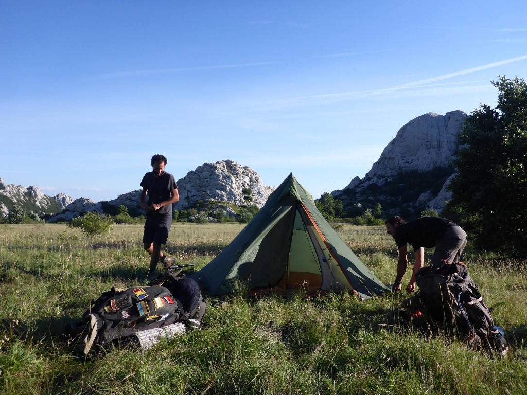Dormir sous la tente est quand même bien mieux que dans les refuges : Moins chaud, moins de ronfleurs et plus de tranquilité