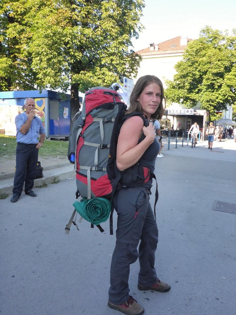 Et puis ma soeur Céline arrive enfin de France ! pleine d'énergie pour les dix jours de marche que l'on prévoit de faire ensemble