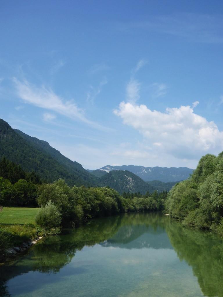 Nous campons à coté de cette rivière, où un banc de glaise au milieu des eaux fait notre bonheur