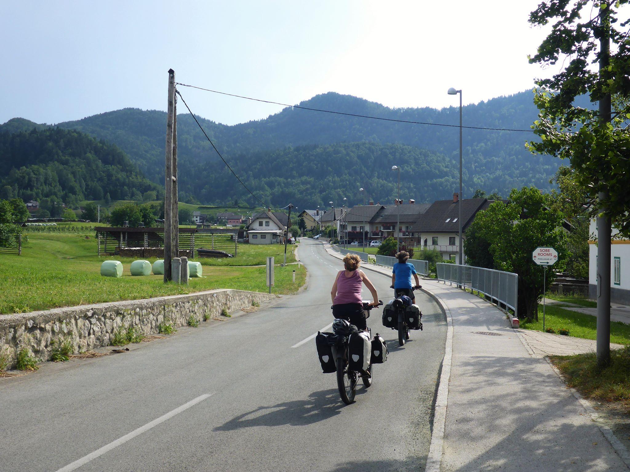 Deux voyageurs suisses qui nous offrent de bons pansements pour les ampoules de Céline