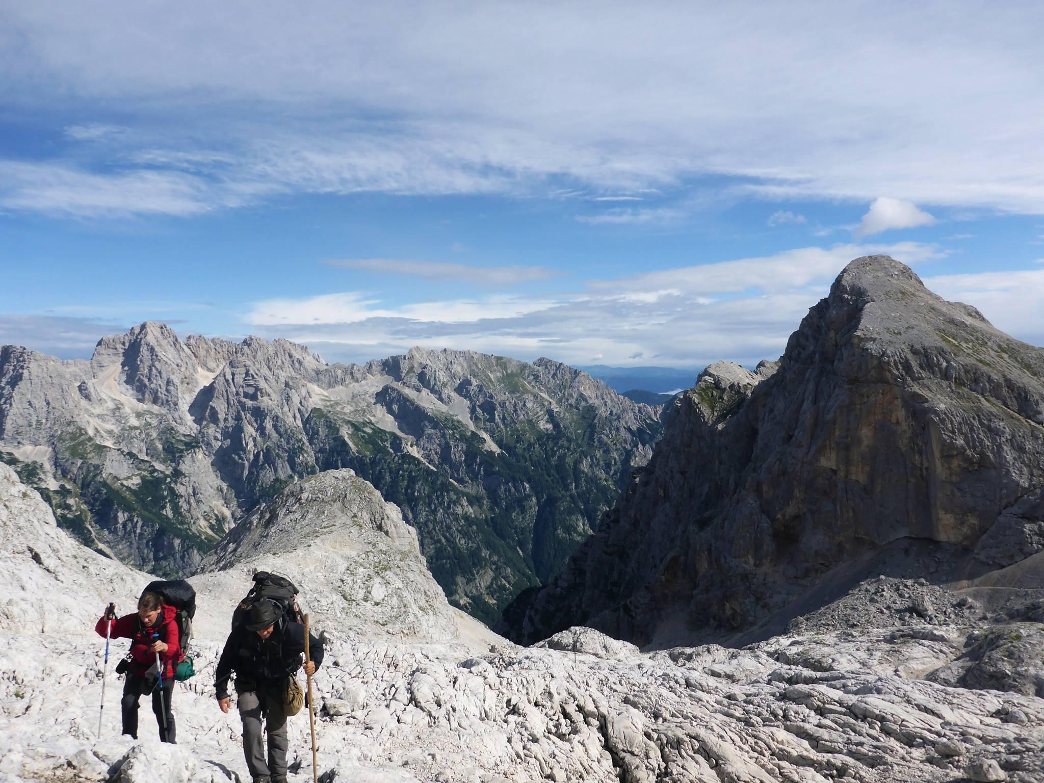 Nous poursuivons notre marche à travers le massif
