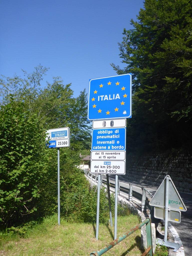 Et j'arrive le lendemain à la frontière ! La France n'est plus très loin désormais... Moins de mille kilomètres
